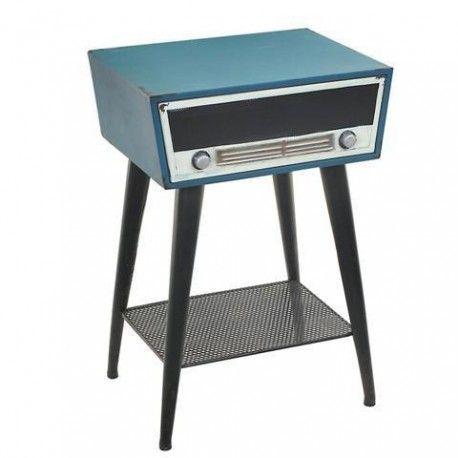 Original mesita con forma de radio con una leja en la parte inferior al estilo retro que aportará un aspecto único y divertido a tu hogar. Crea estilo.