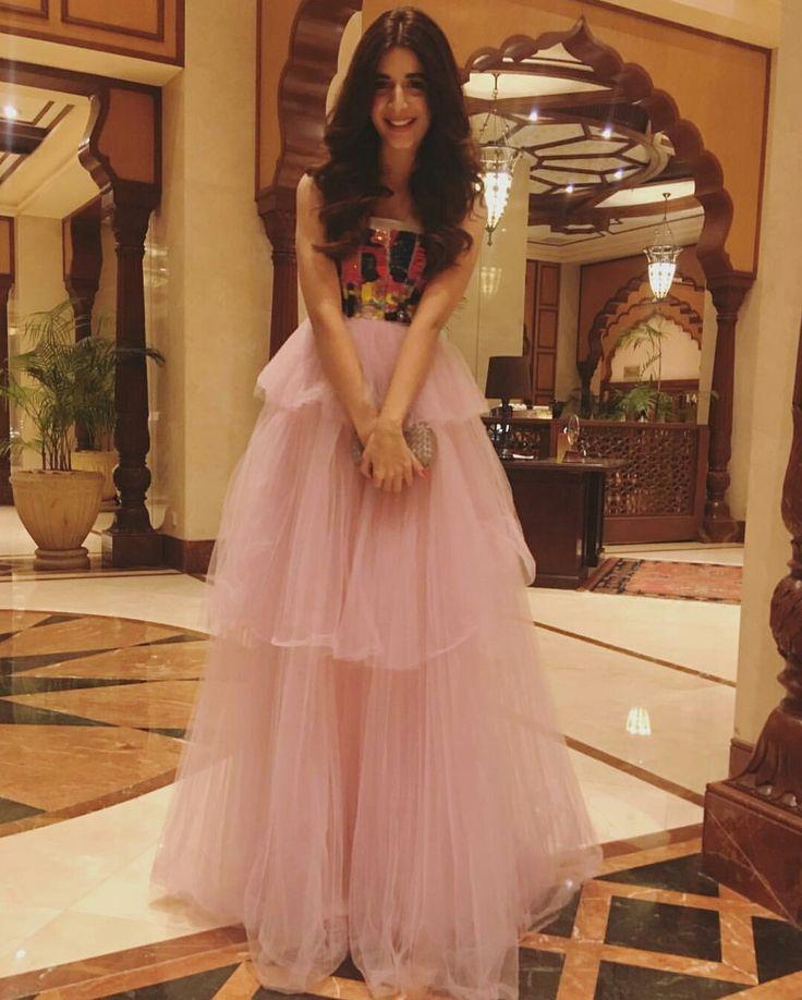 Mawra Hocane is so Beautiful Girl  Gorgeous and Lovely Pink Beauty  Wow... #MawraHocane #LSA17  #PakistaniFashion #PakistaniActresses ✨