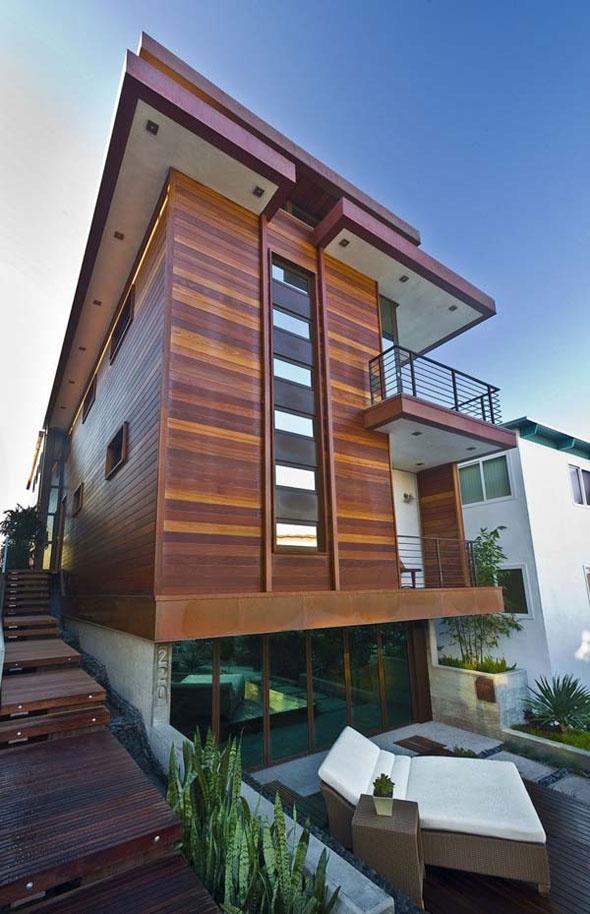 Located in Manhattan Beach, California designed by architect Steve Lazar.  Modern HomesModern Beach HousesModern ...