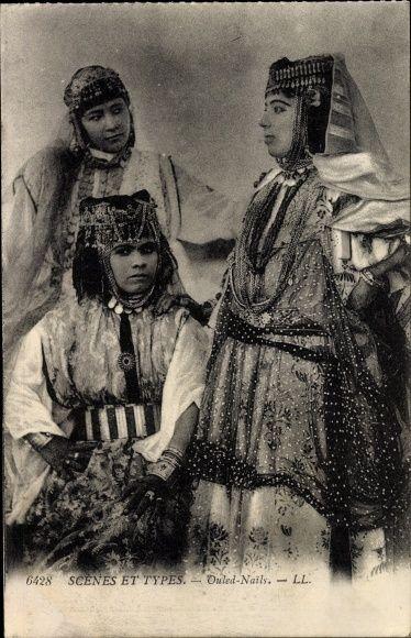 Postcard Scenes et Types, Femmes des Ouled Nails, Araberinnen in  Volkstracht, Portrait, Algerien