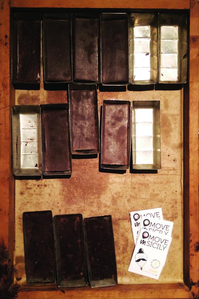 Formelle per modellare la rinomata barretta di cioccolato- Museo del cioccolato Modica