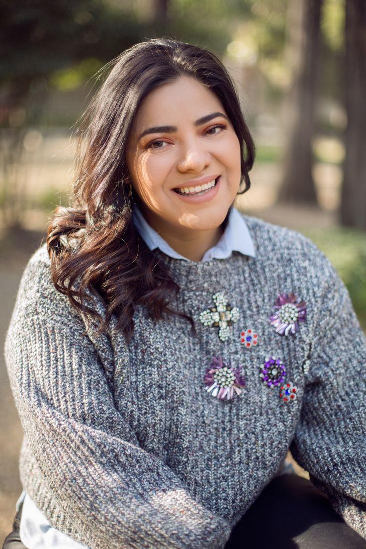 Suéter con aplicaciones de HM. Ojos paleta HEAT NUDE de Urban Decay, lipstick Kylie Cosmetics.