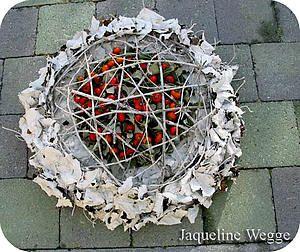 Bloemstukjes met bladeren van de witte abeel maken als bladapplicatie, krans, bloemstuk graf, herfststuk,...