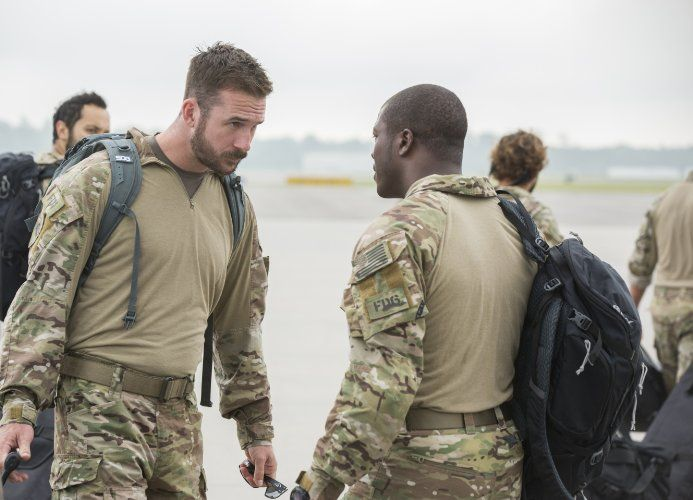 Edwin Hodge and Barry Sloane in Six (2017)