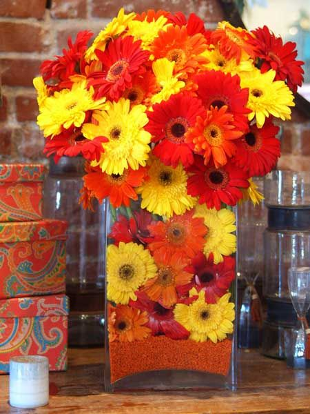 red-yellow-flowers-table-decoration-ideas