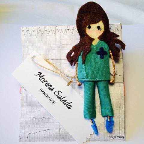 Morena Salada: Broches personalizados: Doctoras Morena Salada