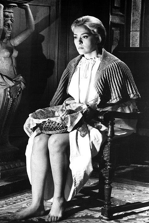 Silvia Pinal. Pero el cine patrio también ha dejado piernas memorables. En 'Viridiana' (1961), Luis Buñuel se deleitaba en sus planos en las de la joven novicia, encarnada por la mexicana Silvia Pinal.
