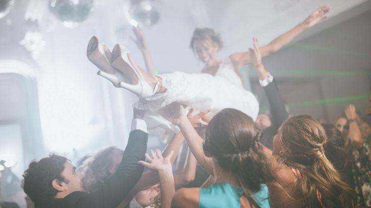 #NoviasLailaFrank Isabela Caserma fue una princesa de cuentos en su boda. 💏 💕  Lució nuestro modelo Vicenzo, con taco de 9 cm. y plataforma de 2 cm.  ¡Gracias Isa por elegirnos! #LailaFrank #Calzado #Shoes