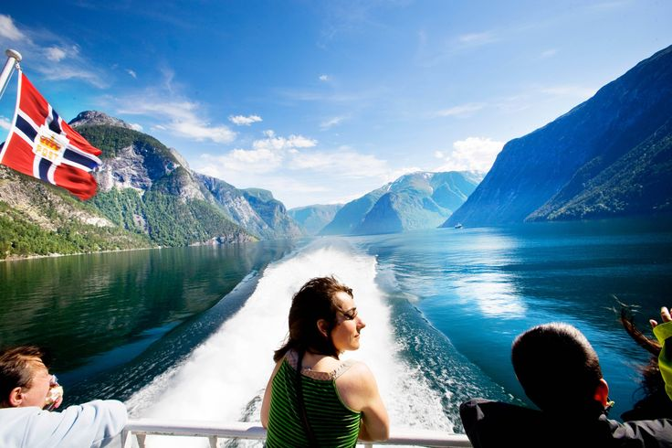 Travelling to Norway? Check out our fjord tours, things to do, accommodation and travel information. Plan your holiday and book online!