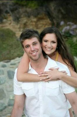 Cute engagement photo poses. http://hillsfreak.blogspot.com/2009/07/jessica-smith-from-laguna-beach.html?m=1