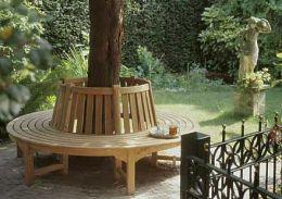 Dit vinden wij een goed idee om zitplaatsen te creëren. Een ronde bank  die om een boom is geplaatst. Het zou het beste zijn als de bank gemaakt is van metaal of natuursteen, zodat de bank langer mee kan gaan en 'hooligan-proof' is. (Jasper Jansen)
