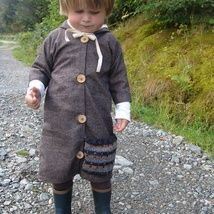 I wanted to make this coat more special,thats way it is longer in lenght and has a cool pocket and hoody.It is wool,so I  recommend to wash it only by hand.And it will fit for a boy 2-3years of age.