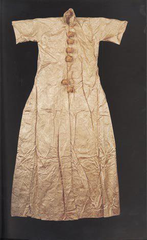 Silk robe, mid 17th century. (Topkapı Palace Museum).