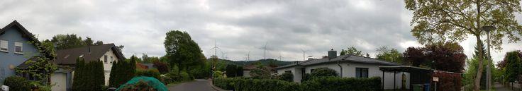 Breite Heide Planung 16WEA 1.jpg (4010×706) ... und noch eine Perspektive - Windkrafträder, die höher sein werden als der Kölner Dom und das mitten in Flugschneise der Zugvögel, die alle genau durch diesen Windpark fliegen werden... alles im Namen des 'Umweltbewußtsein' ... Schöne neue Welt!
