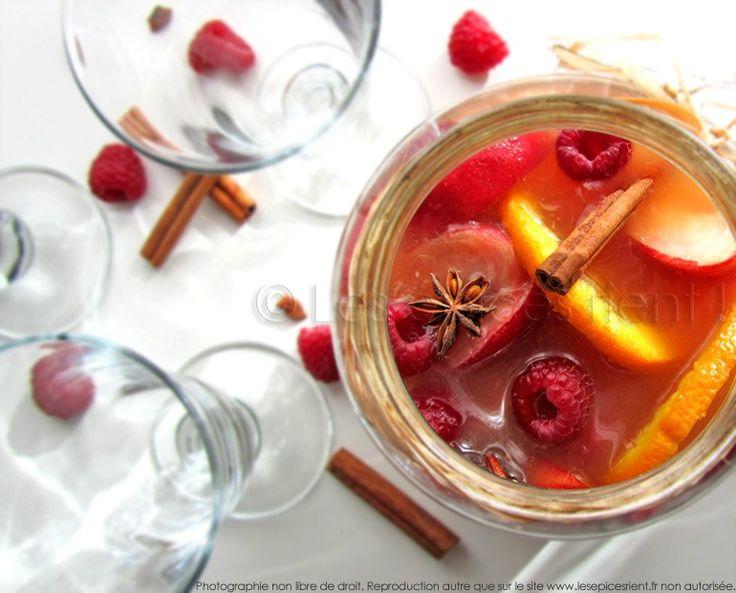Sangria blanche aux fruits d'été et aux épices