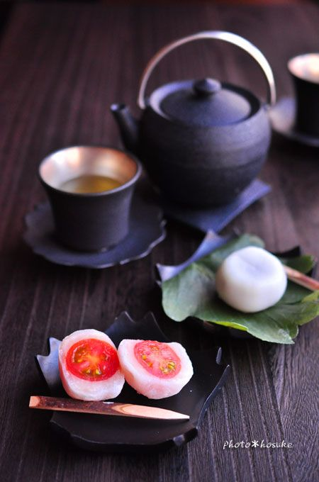 Jpanese sweets - Tomato Daifuku and Kashiwa Mochi トマト大福と柏餅 . What an awesome combination with tea!