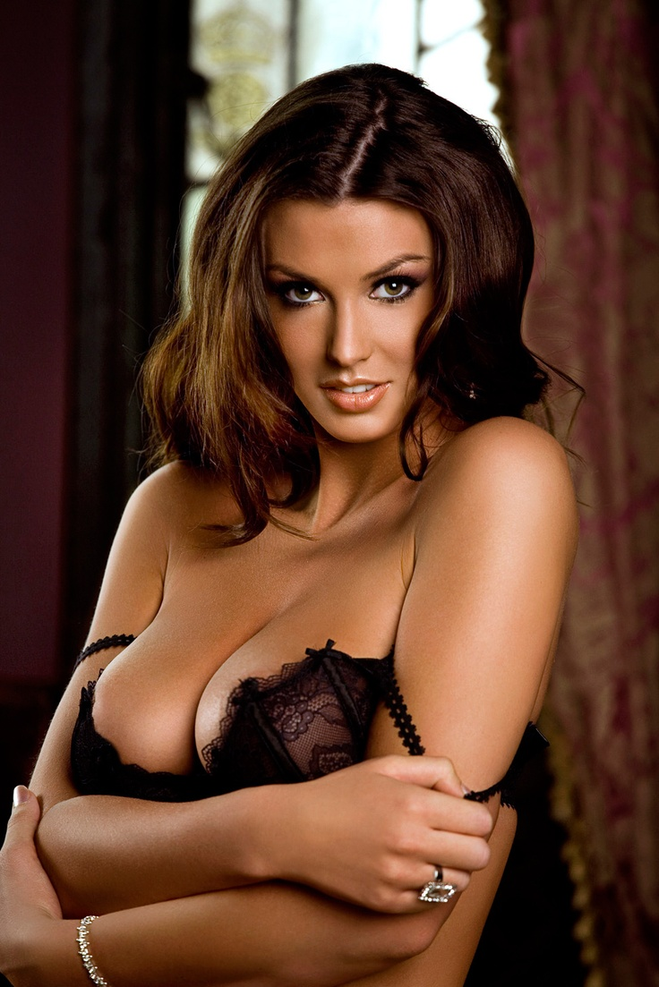 Alice goodwin models her sexy body in lingerie 7