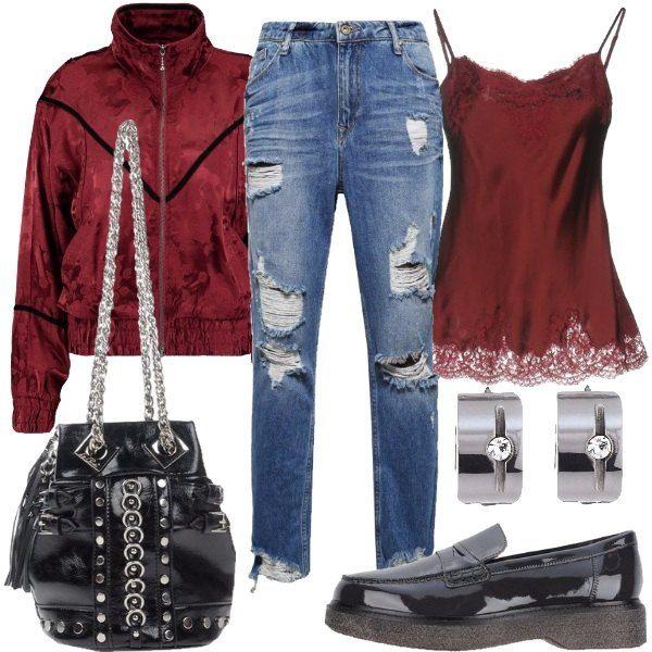 Outfit composto da jeans a vita alta, top in seta e pizzo, giacca leggera con zip, mocassino nero in pelle effetto verniciato, borsa nera a tracolla e orecchini in acciaio.