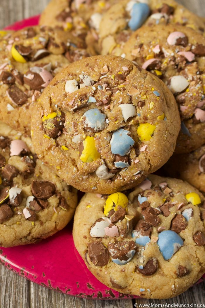 With crushed chocolate Eggies or Mini Eggs plus chocolate chips, these Easter Eggies Cookies are truly irresistible! A delicious Easter treat idea that both kids and adults will enjoy.
