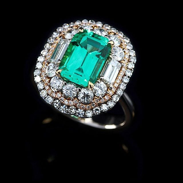 Emerald No Oil from Columbia in IVY Diamond Ring! #ivy #ring #emerald #nooil #columbia #diamonds #handcrafted www.ivynewyork.com