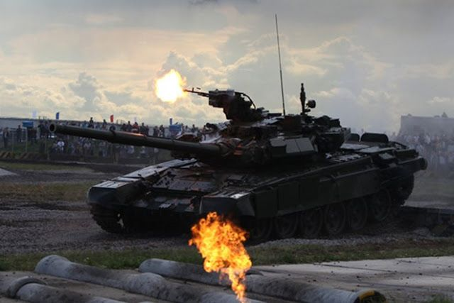 The acquisition of 464 Russian T-90 tanks would not only add a potent weapon in the hands of the Indian Army, but would also send a strong warning to Pakistan. (Image by RIA Novosti)