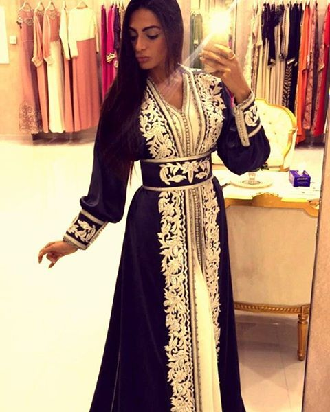 Gorgeous @rafeeaalhajsi,  Miss you dear! #rafeeaalhajsi#caftan#dubai#qatar#kuwait#oman#saudi#bridalstyle#wedding#القفطان_المغربي#المغرب#قفطان#ازياء#اﻷمارات#abaya#jalabiya#maghreb#moroccan#HennaParty#bruiloft#caftan2015#caftaninspiration