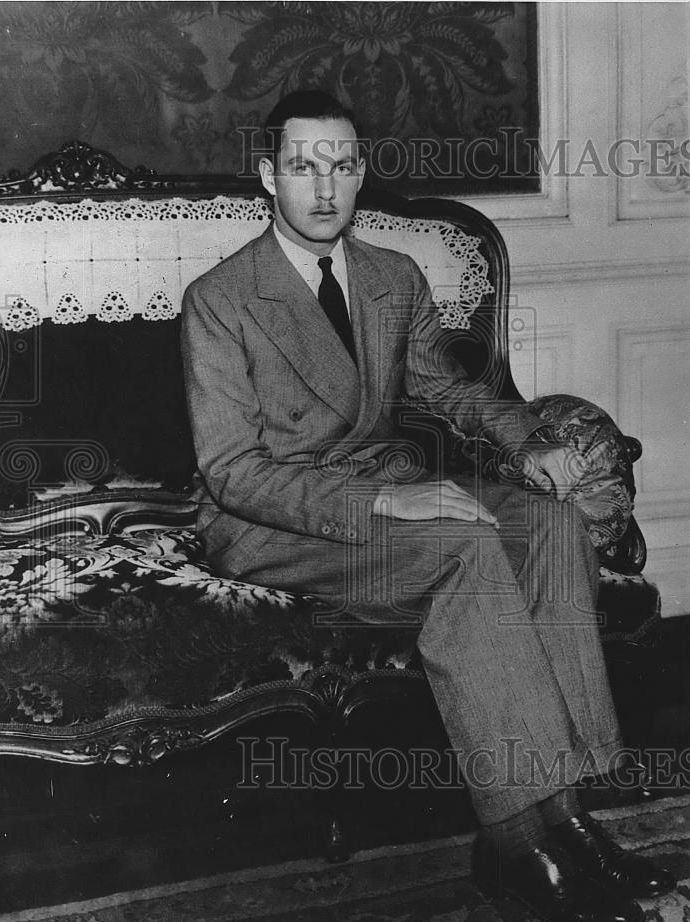 Archduke Karl Pius of Austria-Tuscany ( 1909 – 1953). He was the fifth and youngest son of Archduke Leopold Salvator of Austria. He married Christa Satzger de Bálványos (1914–2001). They had two daughters