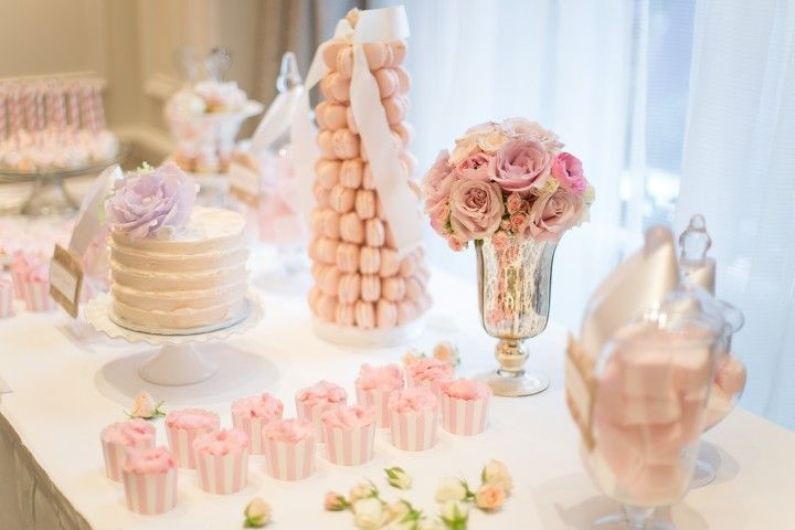 wedding cake table idea; photo: Nadia Hung Photography