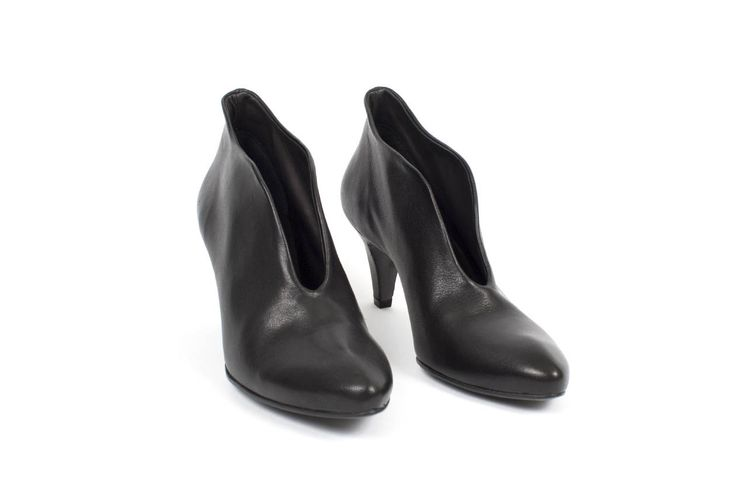 Lenja Heel in Black Washed Goat - The Last Conspiracy