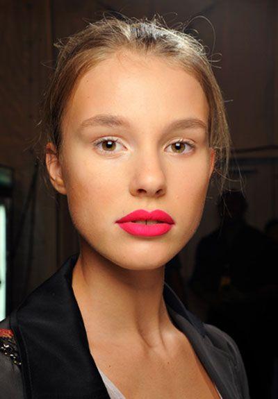 Bright pink lipstick (nars carthage)