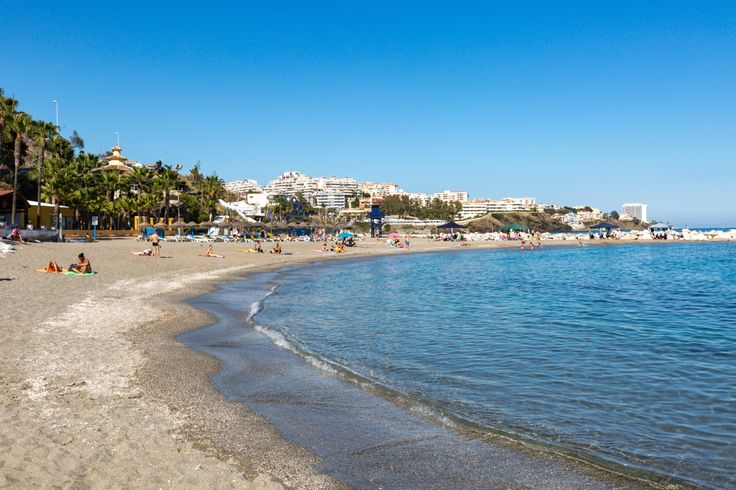 Set between the beaches of Las Viborillas and Torremuelle, Arroyo Hondo is named after the stream that flows on to the beach. This stretch of sand takes in the area known as the Hotel Costa Azul Beach. It's easy to reach as it runs alongside the main road but is quieter than others in Benalmadena.