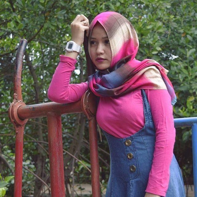Repost from @imabarbie__ . __________ #wanitaberhijab#hijabcommunity#instahijab#hijabhits#selfiehijab#hijabindokece#hijabstyle#cewekmanis#hijabdaily#muslimah#hijabersindonesia#hijabstreet#hijaberkece#hijabkekinian#hijaberscantik#hijabermodern#cewek#instavsco#wanitaindonesia#cewekindo#indohijabers#jilbabindo#jilboobindo#jilboobsaddict#hijabergaul#hijabermanis#ootdhijab#hijabtraveler#duahijab