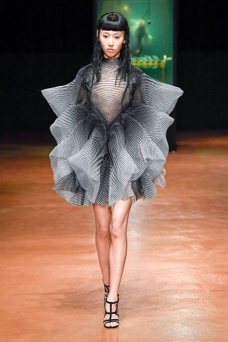 Défilé Iris Van Herpen Haute couture automne-hiver 2017-2018 10