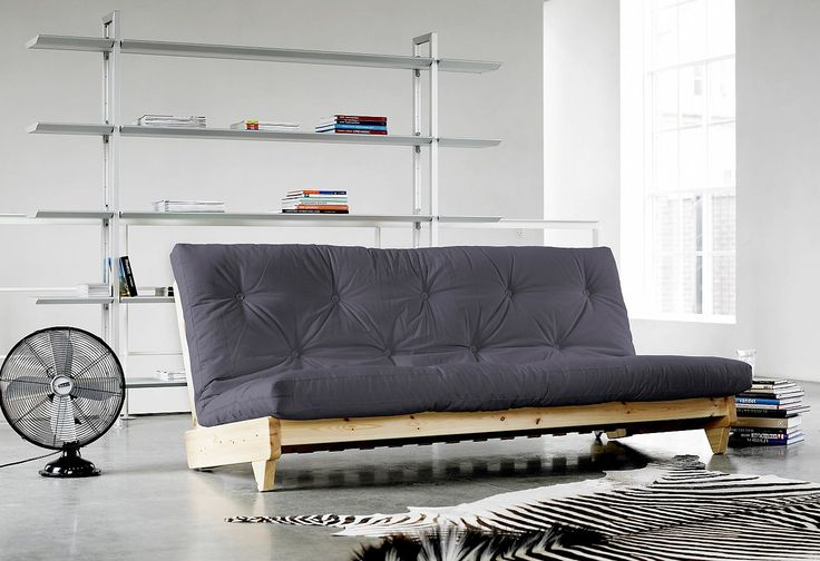 Moderne Sitzgelegenheit oder Schlafsofa – beides in einem. Gestell aus massiver Kiefer, FSC®-zertifiziert, naturbelassen oder wengefarben lackiert. Bei der dazugehörigen Matratzen können Sie zwischen 8 modernen Farben wählen.  Gestell:  klappbar, in 2 Positionen als Sofa oder Futonbett nutzbar. Maße zusammengeklappt als Sofa (B/T/H): 200/107/82 cm, ausgeklappt als Schlafgelegenheit 200/140/36 c...