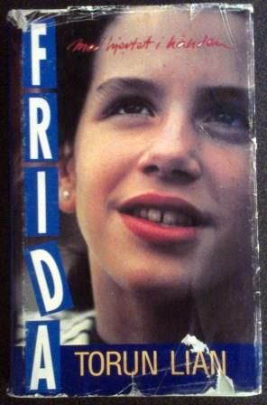 Torun Lian Frida  - med hjertet i hånden Boken bak tv-serien om Frida Utgitt av Aschehoug / Ungdomsbokklubben 1991. Kjøp den hos Bokbasaren Georgica kr 70,-