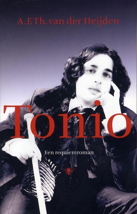 De schrijver A.F.Th. van der Heijden won afgelopen voorjaar de Libris Literatuur Prijs met zijn 'requiemroman' Tonio. 'Tonio' is gebaseerd op het tragische ongeluk van de enige zoon van A.F.Th. van der Heijden en zijn vrouw Mirjam Rotenstreich. Tonio van der Heijden kwam op de Eerste Pinksterdag van 2010 op 21-jarige leeftijd om het leven toen hij bij het Vondelpark in Amsterdam werd geschept door een auto.