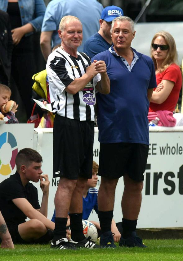 Paul Gascoigne looks fit and well as he returns to pitch for charity football match - http://buzznews.co.uk/paul-gascoigne-looks-fit-and-well-as-he-returns-to-pitch-for-charity-football-match -