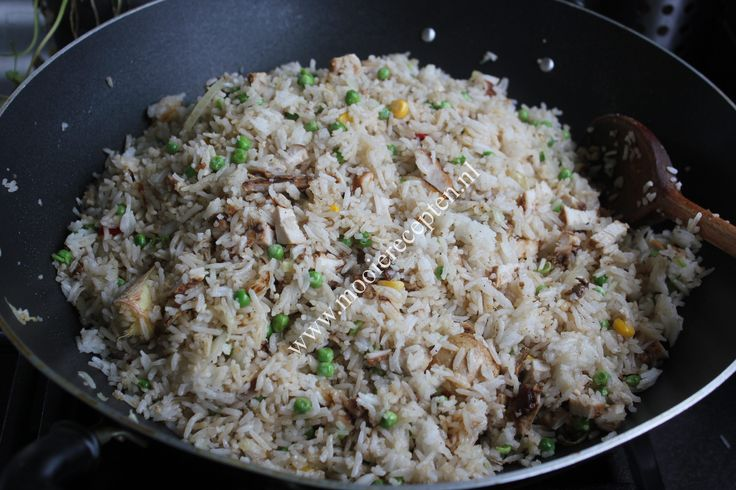 """Een lekker recept voor nasi heeft iedereen wel. Deze Chinese """"witte""""nasi is bij ons thuis ook echt favoriet. Heerlijk van smaak en weer eens anders dan de gewone """"bruine"""" na…"""