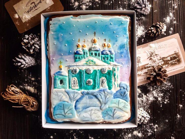 Привет из снежного Смоленска❄️ У нас сугробы по колено😉 А на фотографии самая известная достопримечательность города-Смоленский кафедральный собор. Пряник большого размера. #имбирныепряники #имбирноепеченье #мастерская3сестер #трисестры #печенье #подарок #пряникиназаказ #пряникисмоленск #ручнаяработа #sisterhoodcookies #smolensk #подарок #пряникиназаказ #пряникисмоленск #новыйгод #пряникиновыйгод #пряникиновогодние