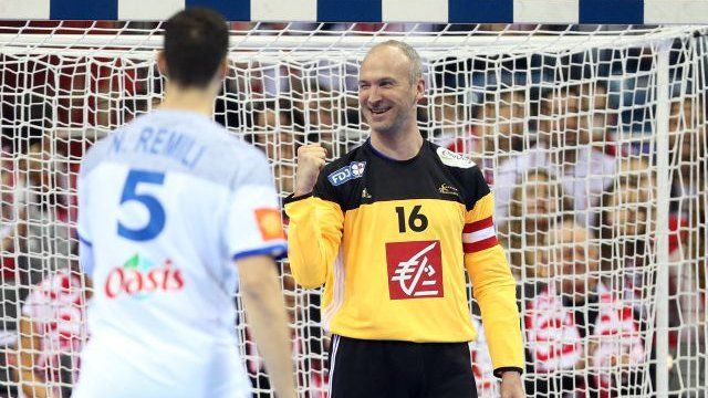 © FF Handball Handball: le gardien Thierry Omeyer marque un but en championnat d'Europe Parmi les 32 points marqués ce samedi par l'équipe de France masculine de handball contre la Croatie, un but particulier : celui marqué par le gardien Thierry Omeyer de sa cage ! L'Alsacien a été élu meilleur joueur du match.
