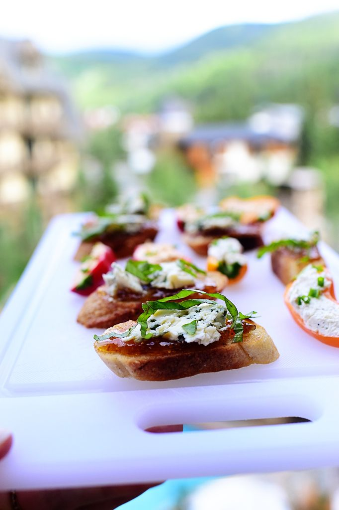 Pioneer Woman: 2 Easy Holiday Appetizers - Blue cheese & fig bruschetta and stuffed peppers