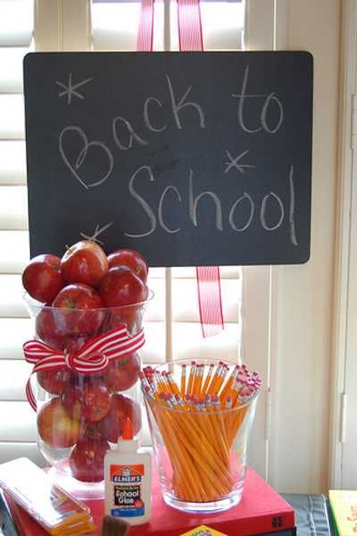 pencils and apple table centerpiece ideas