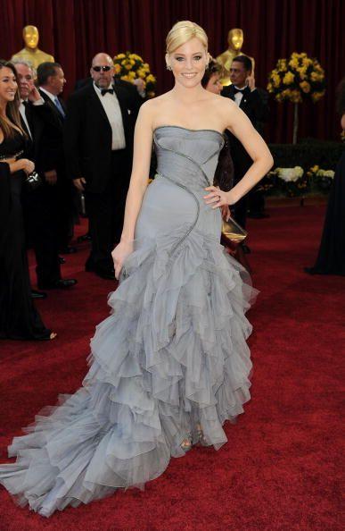 タイトにまとめヘアとグレーのドレスのバランスが好き♡エリザベス・バンクス