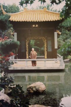 Meditation und Buddhismus - Buddha-Haus  Das Buddha-Haus München wurde 1994 von Ayya Khema gegründet und ist Teil des BuddhaHaus-Projekts. Der Zweck unseres Meditationszentrums ist es, die Lehre des Buddha und die Meditation allen Interessierten zugänglich zu machen. Meditationszentrum München