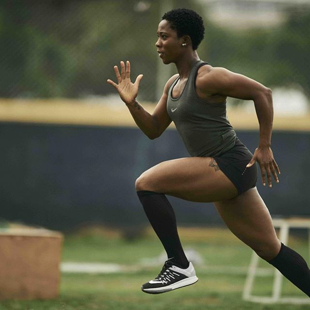 It's not easy being the fastest version of yourself. ⠀ @realshellyannfp works every day to improve her speed. See if you can keep up with her Nike+ Run Club interval workout. The run is designed to get you moving quickly over relatively short distances. ⠀ 4 x 400m at 10k pace with 30 seconds recovery between each. ⠀ 4 x 300m at 5k pace with 45 seconds recovery between each. ⠀ 4 x 200m at mile pace with 1-minute recovery between each. ⠀ 4 x 100m at best pace with 2-minute recovery between…