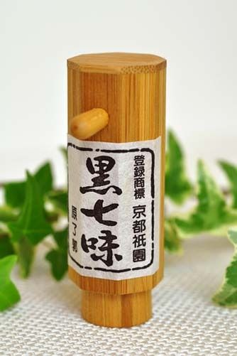 Wooden Japanese Chili Pepper (Shichimi Togarashi) Container, Kyoto-Style|京都・黒七味