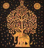 Grosses indisches Wandtuch mit zentralem Elefant und Lebensbaum Motiv.  Der Elefant symbolisiert als größtes an Land lebendes Tier der Erde Stärke, Größe, Kraft aber auch Weisheit, Glück und...