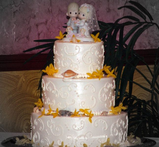 1998 More than 2 million wedding cakes included Precious Moments bride and groom wedding toppers, the Chicago Tribune reported.