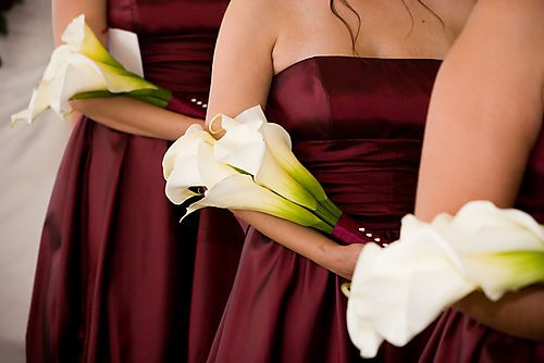 Arm sheaf - An arm sheaf or presentation bouquet is made with long-stemmed flowers that the bride cradles alongside her inner arm. Orchids, long-stemmed roses, gladiolus, delphiniums and calla lilies are often used in these bouquets, which, despite the fact they've been around for more than a century, are still considered perfect for chic and modern ceremonies.
