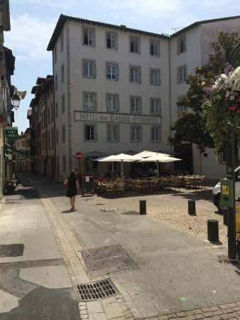 Hôtel Les Basses Pyrénées, a charming and affordable recently renovated historic hotel - Bayonne, France